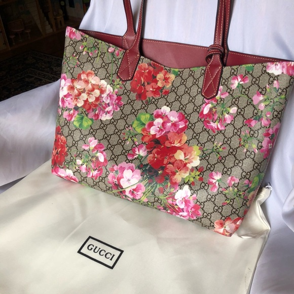 af013371c7f1 Gucci Handbags - Gucci reversible GG blooms medium tote bag